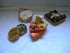 Sculpture en pâte et carton, papier mâché : Le Banon, le camembert, l'œuf sur le saumon, et le caviar