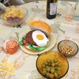 Hamburger en papier mâché et pâte polystyrène orange